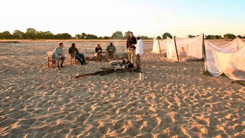 Sleep out à Nsolo Bush Camp, Zambie © Time & Tide