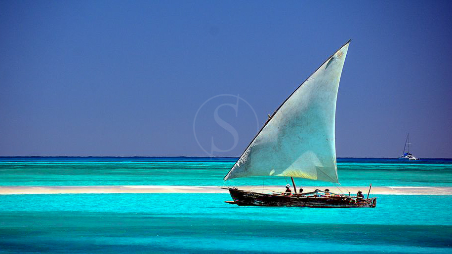 Catamaran Blue Maki, Madagascar