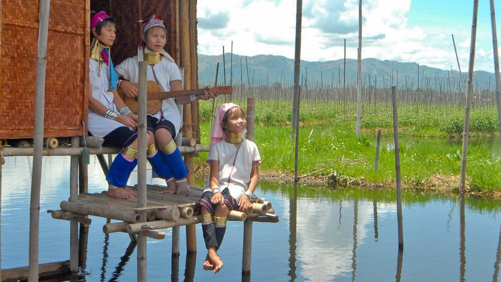 Les Padaung à Loikaw dans l'état de Kayah, Myanmar
