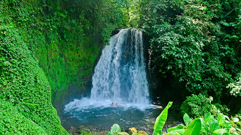 Sentier de la cascade à Arenal, Costa Rica