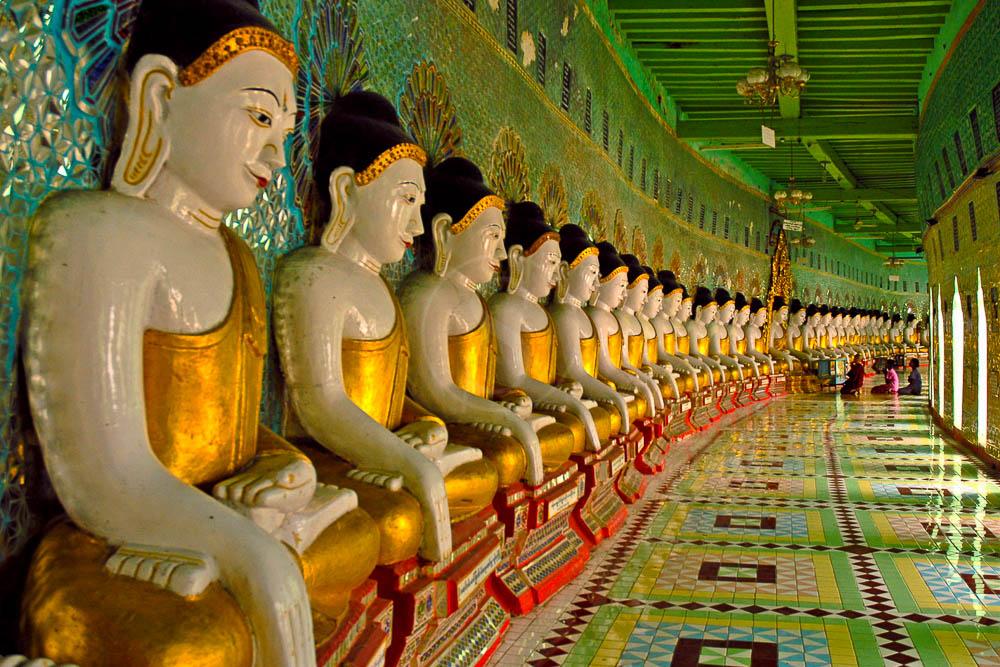 U min Thonezae et ses 45 Boudhas, Myanmar
