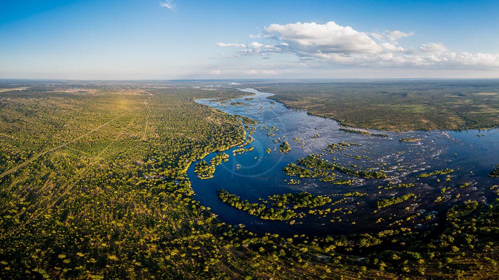 Sanctuary Sussi and Chuma, Zambie