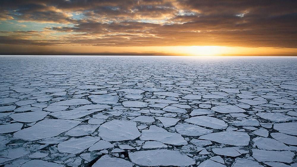 Lever de soleil en Antarctique © Quark - John Weller