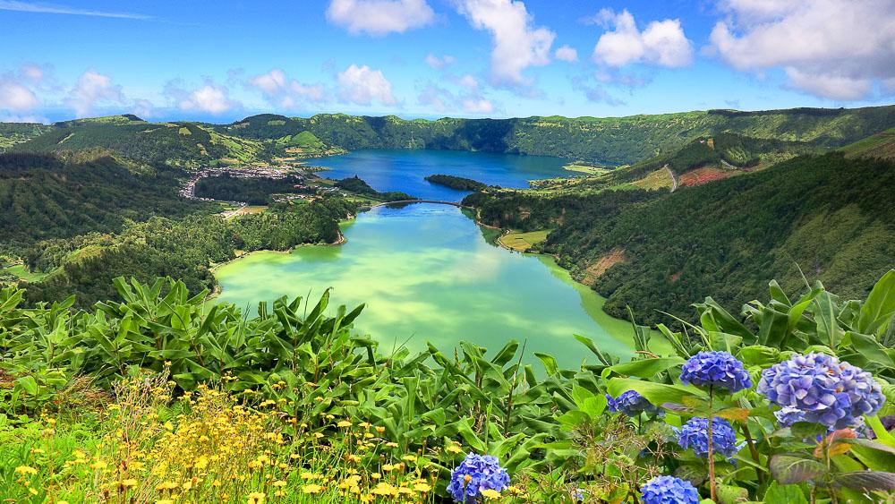 Cratère sur l'île de Sao Miguel, Açores © Shutterstock