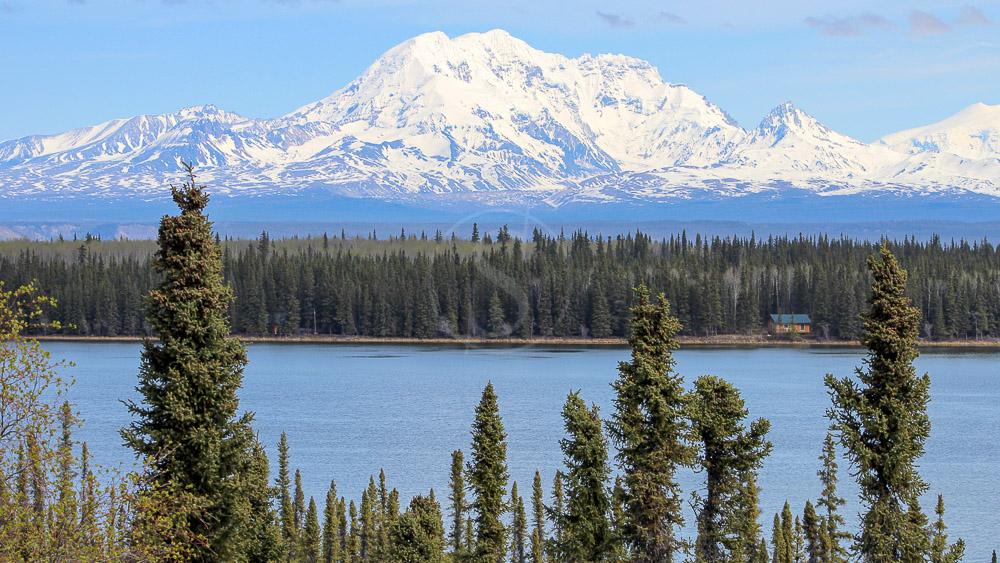 Mont Sanford depuis le Lac Willow - Wrangell, Alaska © Shutterstock