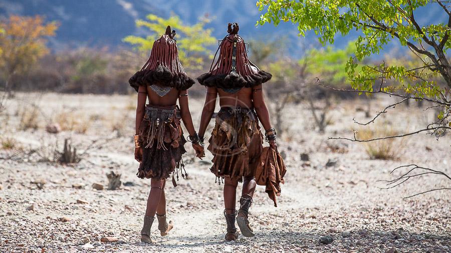 Himbas dans le Kaokoland, Namibie © Christophe Courteau