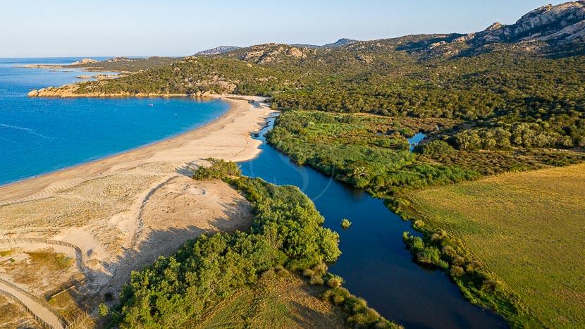 France, Corse du Sud (2A), Domaine de Murtoli, plage d'Erbaju, fleuve cotier l'Ortolo (vue aerienne)